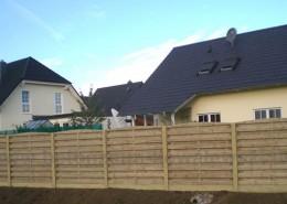 BETONZAUN KOWALEWSKI - Beton-Holz-Kombi Zaunanlage, Querriegel in gelb