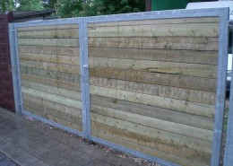 BETONZAUN KOWALEWSKI -Doppeltoranlage Frame Metallrahmen, Füllung Holz