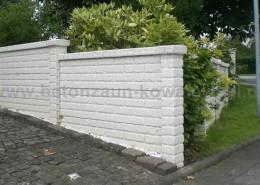 BETONZAUN KOWALEWSKI - Altstein - Einfassung Einfahrt Betonzaun in Doppelmotivplatte Altstein