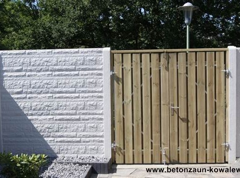 BETONZAUN KOWALEWSKI - Fels, einseitig mit Doppeltor aus Holz
