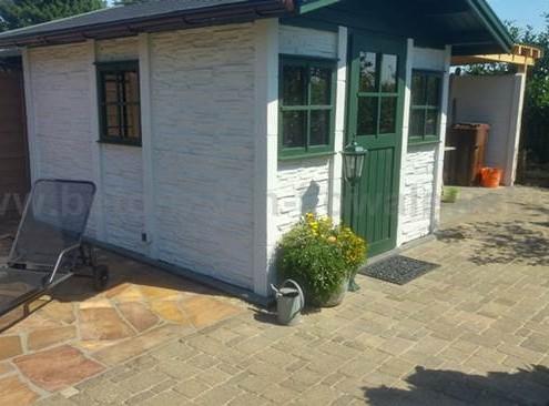 BETONZAUN KOWALEWSKI - Gartenhaus Bausatz B - Holzteile in RAL 6005 und Betonteile in Farbton Schiefer 16 beschichtet