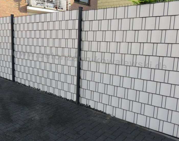 BETONZAUN KOWALEWSKI - Zaunanlage aus Doppelstabmatte mit Sichtschutzstreifen