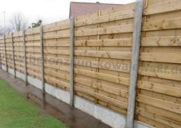 BETONZAUN KOWALEWSKI- Holz-Beton-Kombi Zaunanlage, gerade Ausführung mit glatter Unterplatte