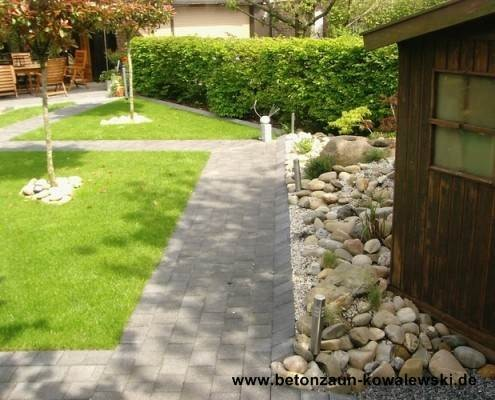 BETONZAUN KOWALEWSKI - gepflasterter Weg im Garten