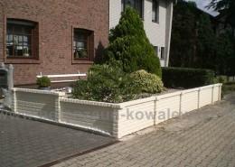 BETONZAUN KOWALEWSKi - Betonzaun Altstein Doppelmotivplatte als Vorgarteneinfassung mit Pfosten und Abdeckungen in Dekor, RAL 9016