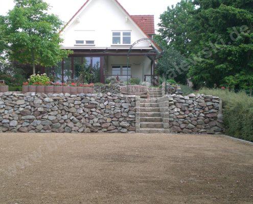 BETONZAUN KOWALEWSKI - Trockenmauer aus Naturstein