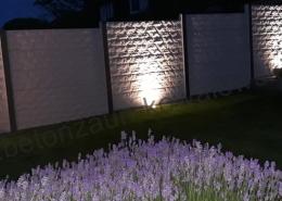 BETONZAUN KOWALEWSKI - Betonzaun Standard Rockstone in RAL 7047 beleuchtet